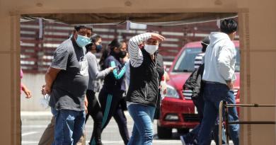 Suma Ecuador 6,322 muertes oficiales por COVID-19