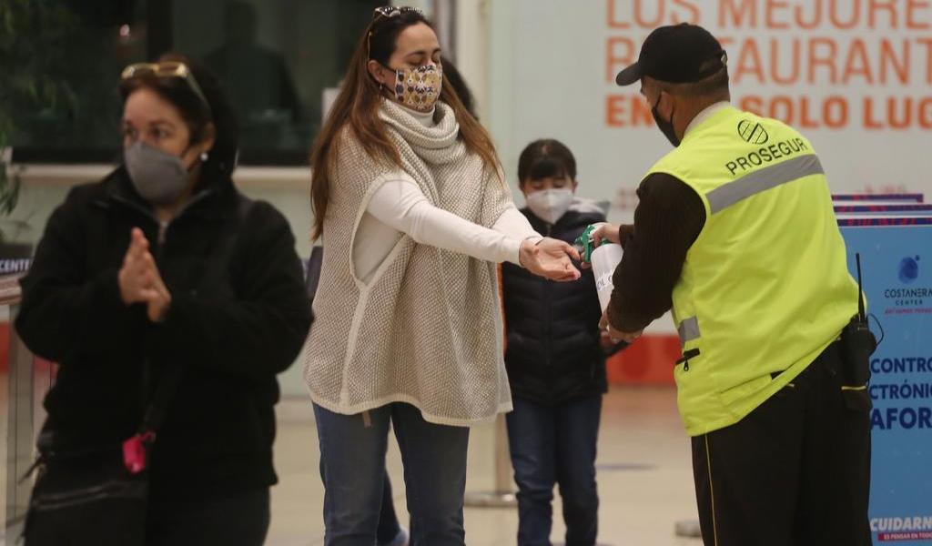 Bordea Chile los 400 mil casos de COVID-19