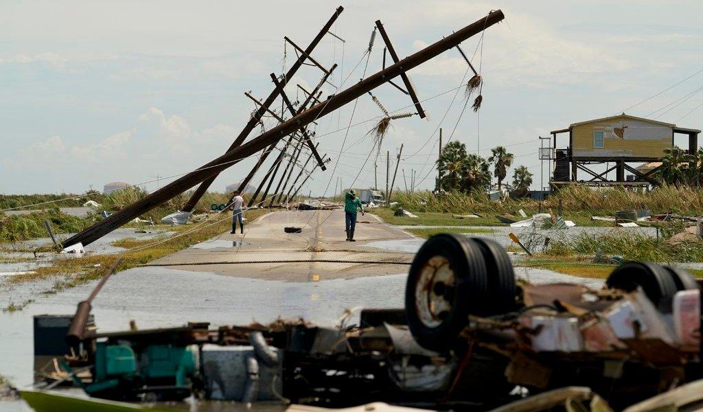 Se debilita 'Laura' tras dejar daños y muertes en Luisiana