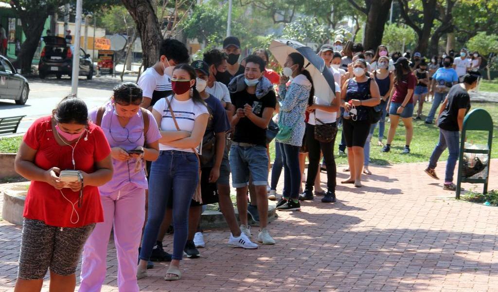 Se registran largas filas en último día para empadronarse para elecciones en Bolivia