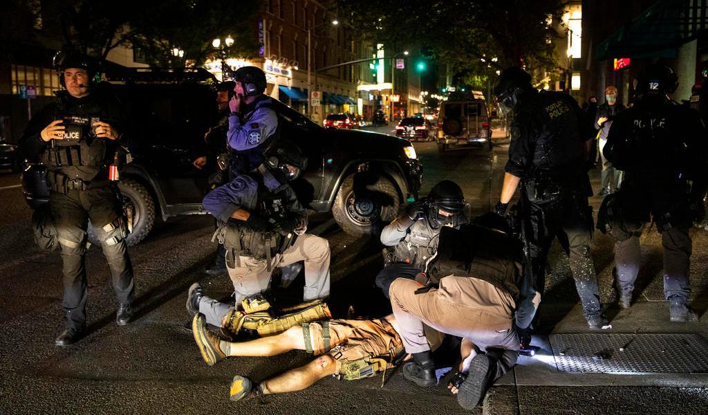 Enfrentamientos entre manifestantes dejan un muerto en Portland