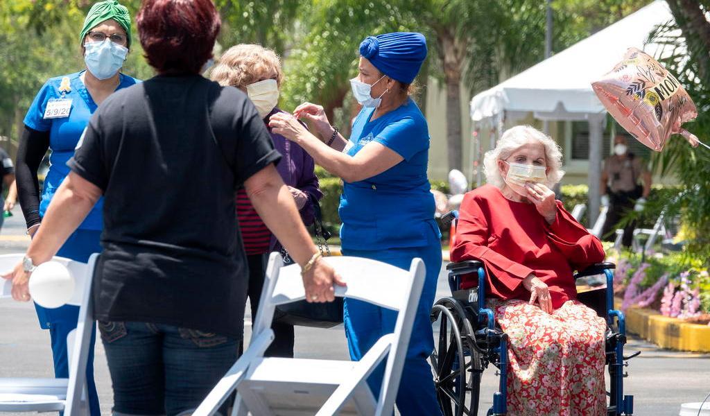 Levantará Florida prohibición de visitar asilos de ancianos