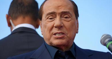 Tras visitar Cerdeña, Silvio Berlusconi da positivo a COVID-19