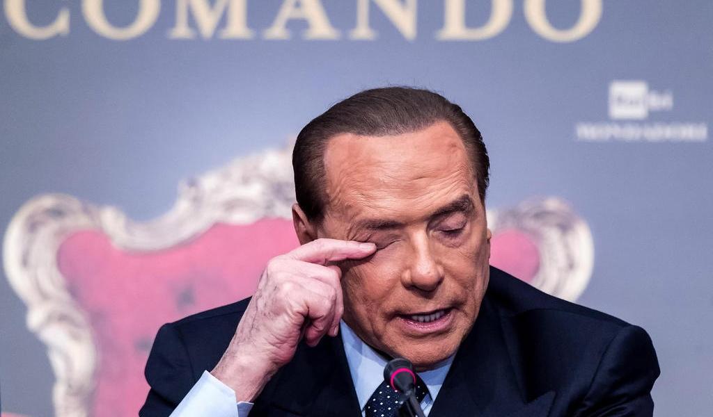Silvio Berlusconi es hospitalizado por COVID-19