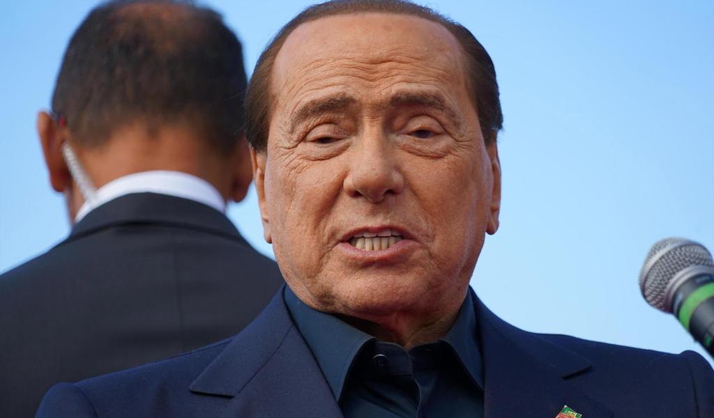 Berlusconi tiene dolencia pulmonar leve; su situación clínica es tranquila