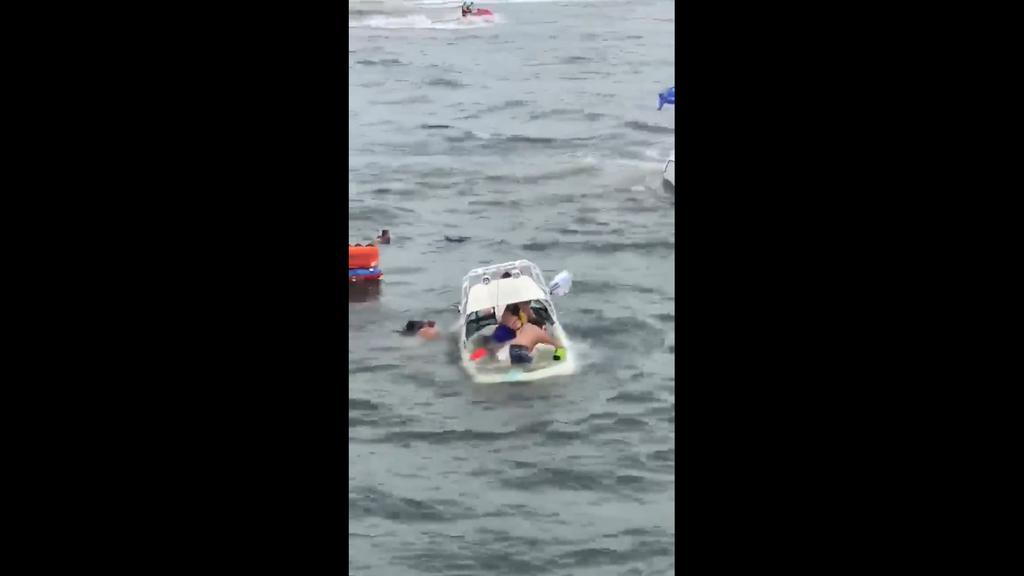 Se hunden varias embarcaciones de simpatizantes de Trump en Texas