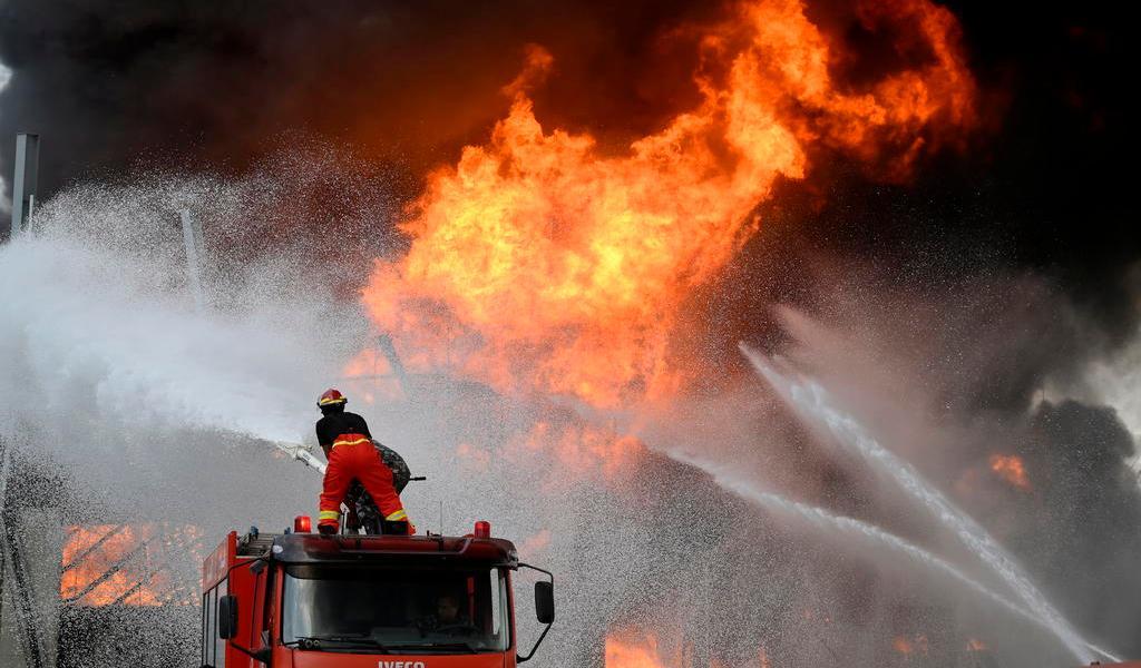 A un mes de la explosión, se registra incendio en el puerto de Beirut