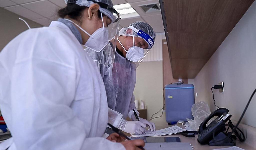 Oxford reanudará ensayos de su vacuna contra COVID-19