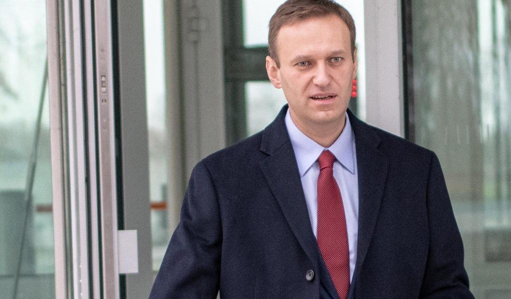 Hallan restos de Novichok en botella en hotel de Alexei Navalni