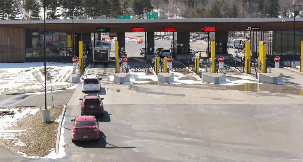 Extiende Canadá restricciones fronterizas con EUA