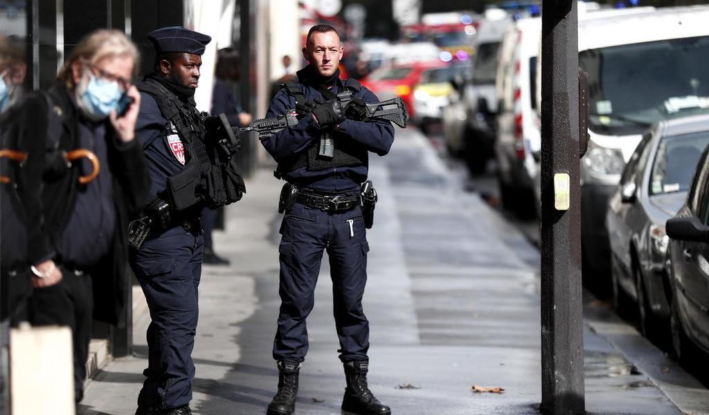 Detienen a sospechoso de ataque en París; hay dos heridos graves
