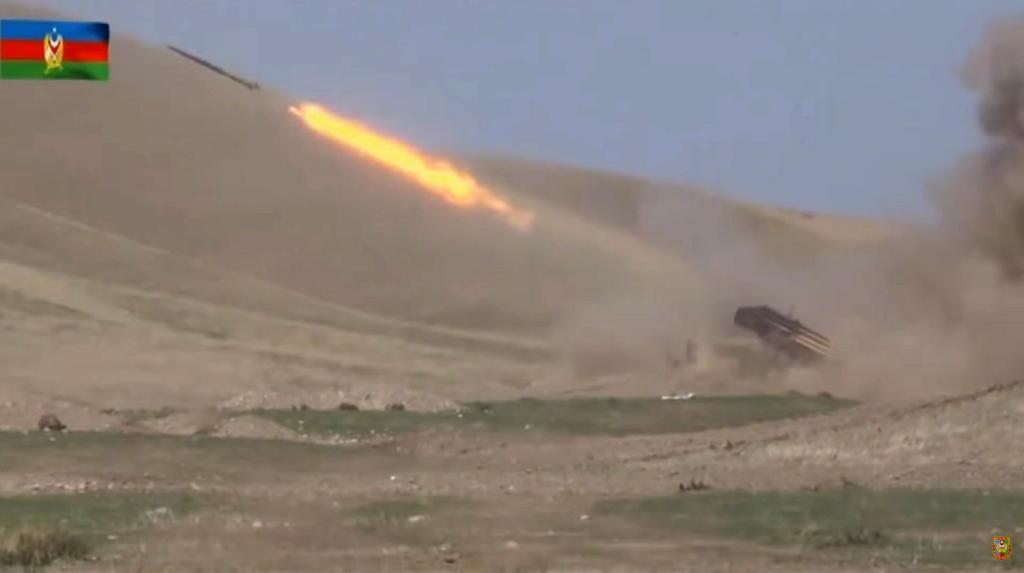 Continúan combates entre Armenia y Azerbaiyán en el Karabaj