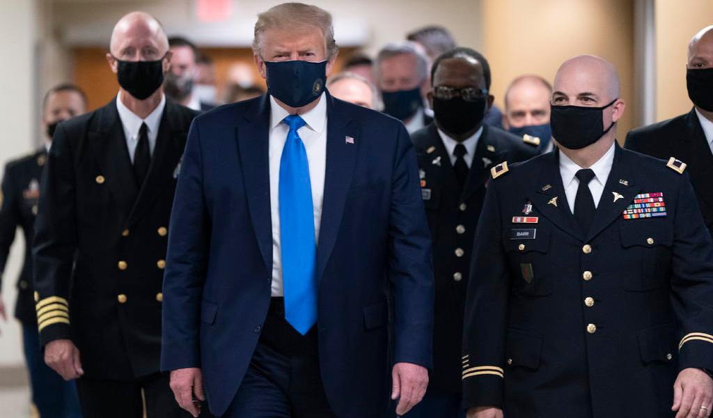 Médicos aseguran que Trump está de 'buen humor'