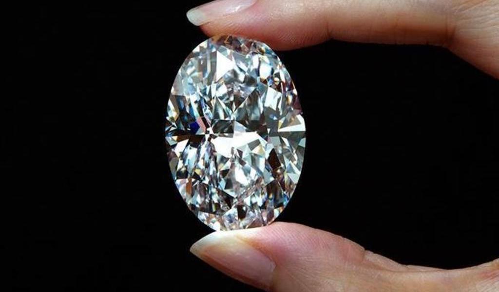 Subastan diamante 'perfecto' por más de 276 millones de pesos