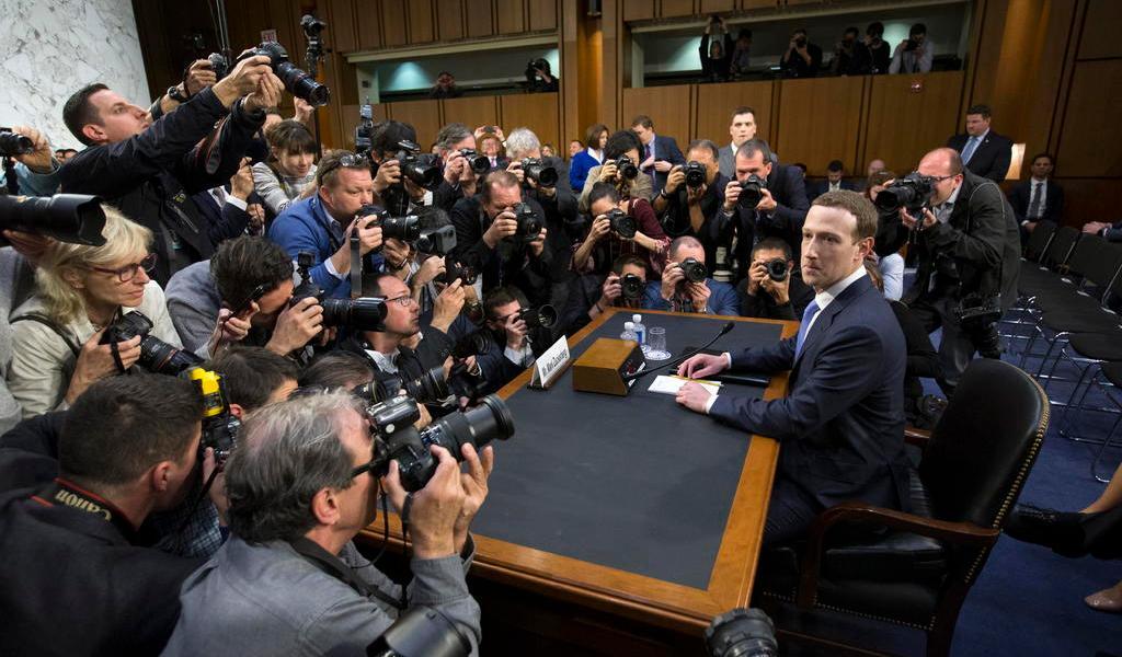 Programan audiencia de directores de Google, Facebook y Twitter en EUA