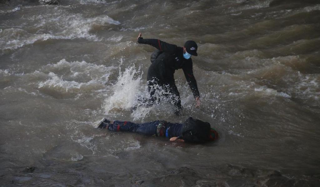 Estable, joven arrojado por policía a río en Chile
