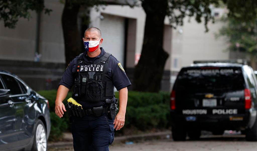 Acusan de homicidio a policía blanco en Texas; disparó contra un hombre negro