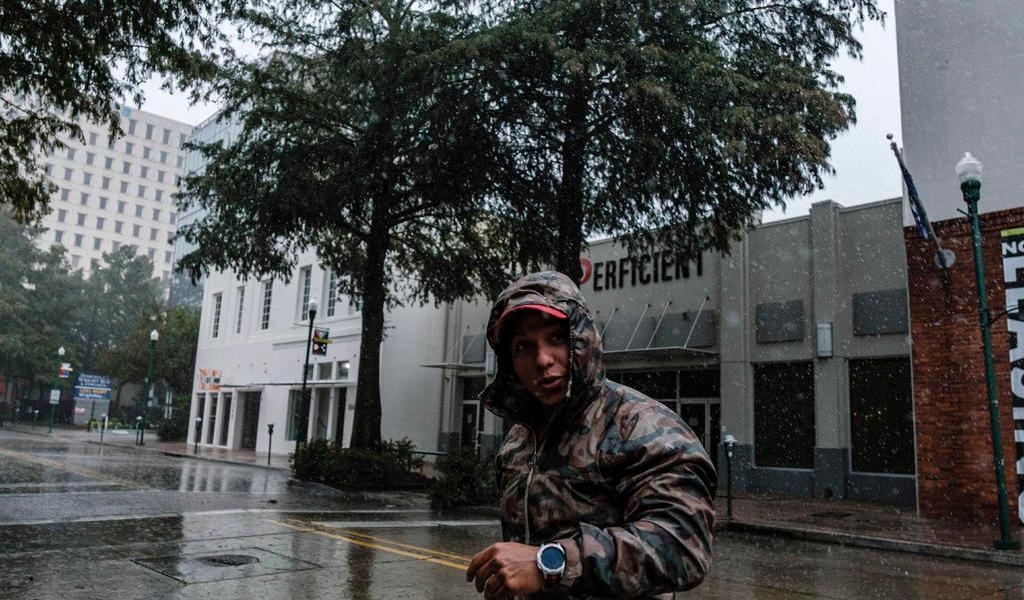 Huracán 'Delta', de categoría 2, toca tierra en EUA