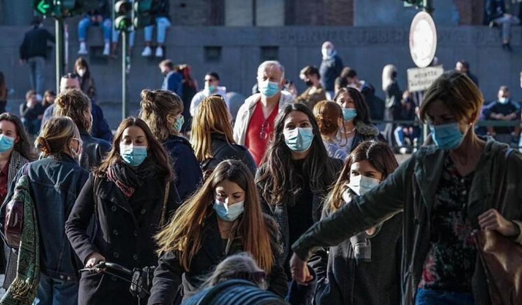 Italia cerrará zonas concurridas de sus ciudades para frenar al COVID-19