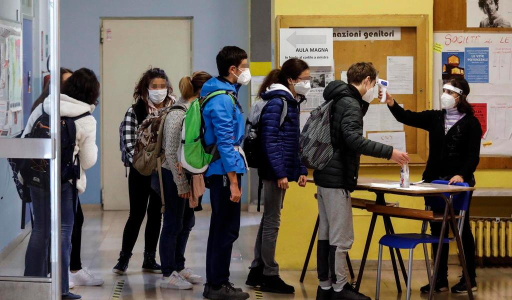 Confirma Italia 9,338 contagios de COVID-19 en una jornada con menos pruebas