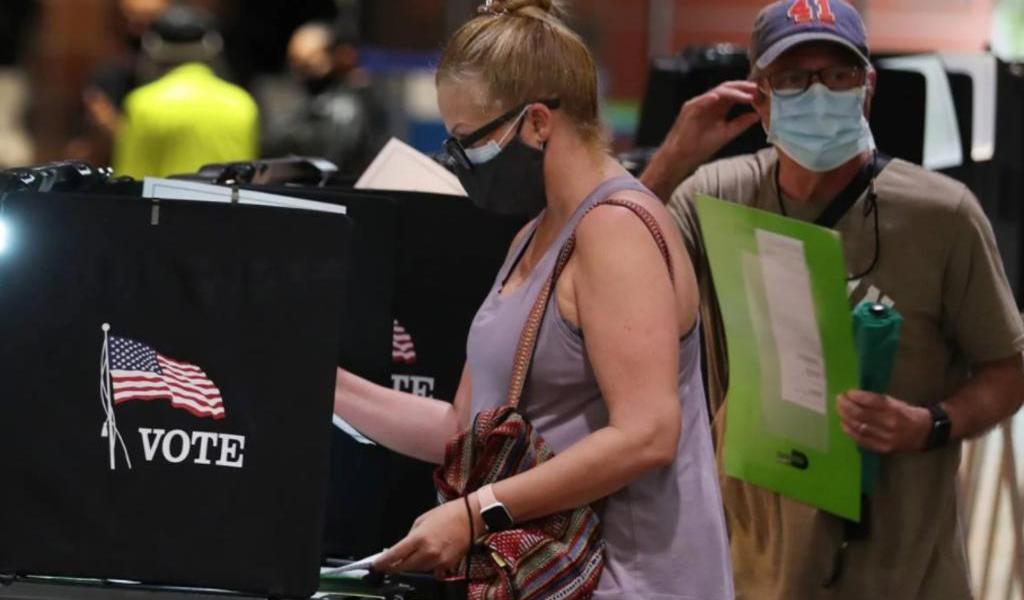 FBI afirma que Irán y Rusia intentan interferir en elecciones de EUA