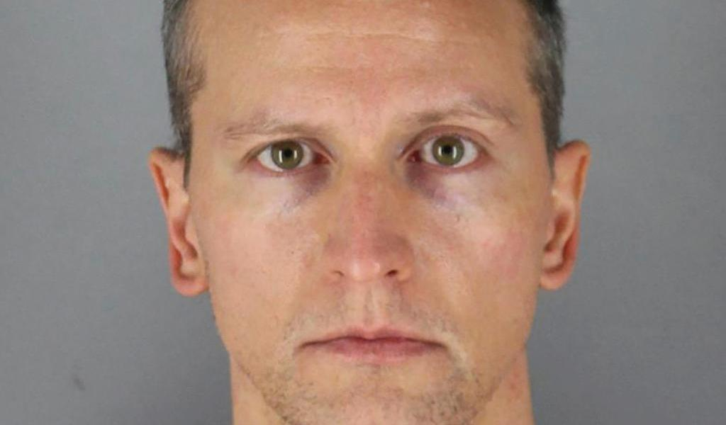 Desestiman cargo de asesinato en tercer grado contra Derek Chauvin