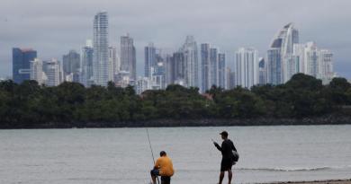 Panamá reabre playas y ríos tras siete meses de pandemia de COVID-19