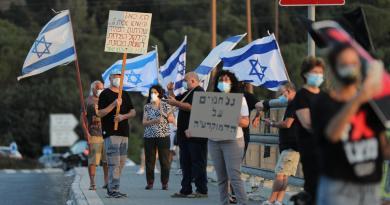 Israelíes se manifiestan en las calles pidiendo la dimisión de Netanyahu