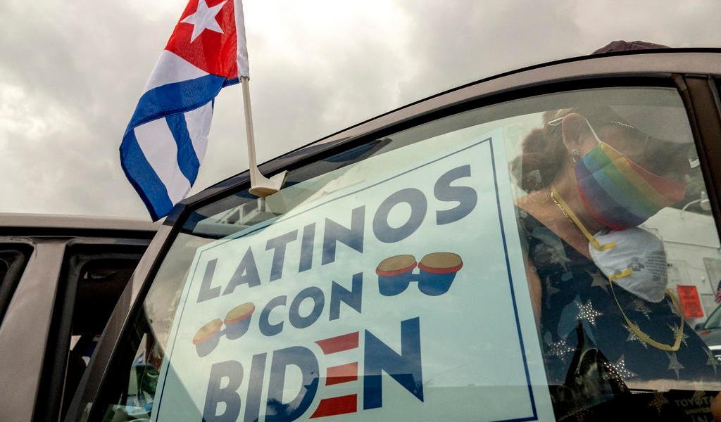 Aventaja Biden por más de 40 puntos a Trump entre latinos en EUA