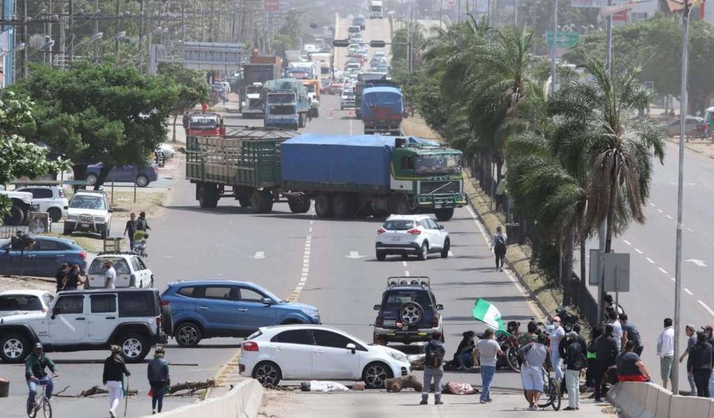 Realizan bloqueos en Bolivia por resultado electoral