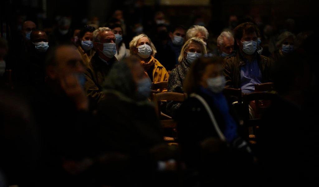Francia hace excepción a cuarentena por el Día de Todos los Santos