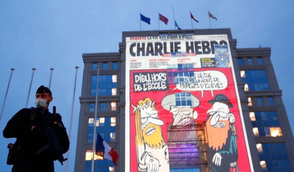 Juicio de Charlie Hebdo se retrasa