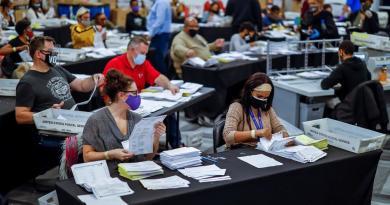 Presenta Trump querella en Nevada para detener cómputo de votos