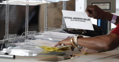 Republicanos de Pensilvania tratan de impedir el conteo de votos tardíos