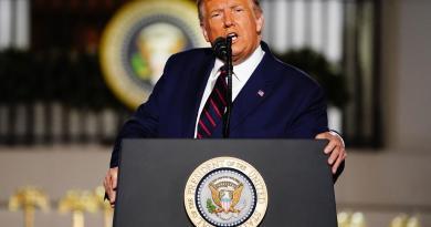 Trump dice falsamente que votos 'ilegales' cambiaron conteo en Pensilvania