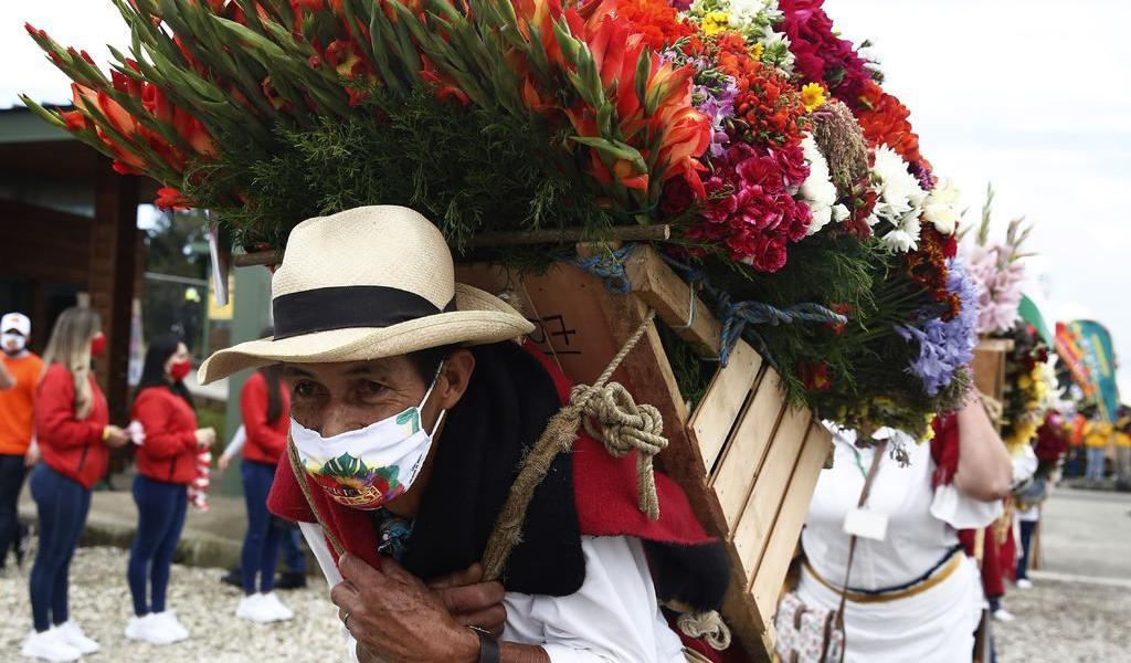 Nostálgico Desfile de Silleteros muestra el florecer de Colombia ante el COVID