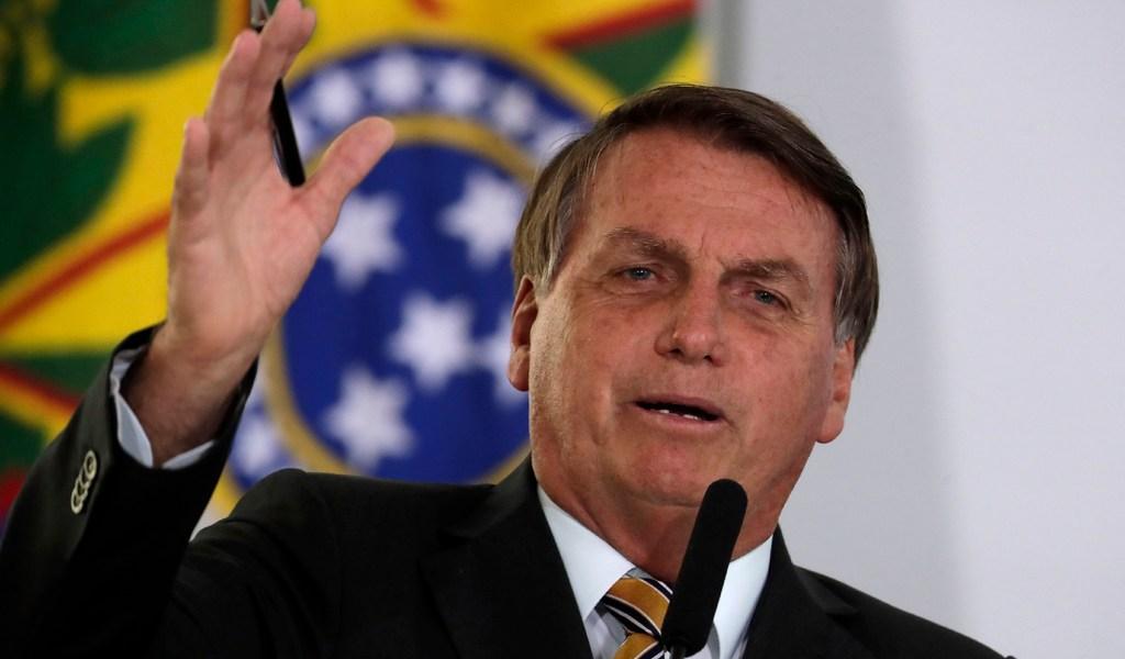 Freno de pruebas de vacuna contra COVID-19 aviva 'guerra política' en Brasil