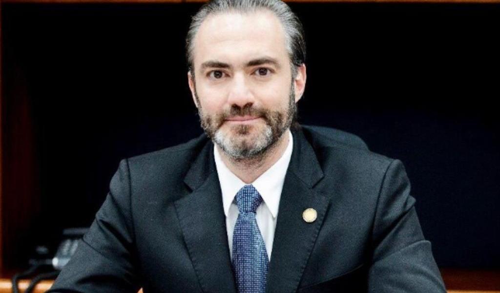Exministro de Economía en Guatemala se entrega en EUA por lavado de dinero