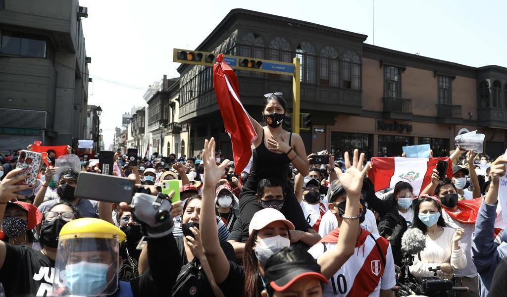 'Generación del bicentenario' celebra triunfo enlutado en Perú