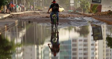 Huracán 'Iota' sigue debilitándose; aún produce fuertes inundaciones