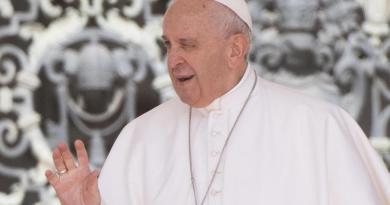 Vaticano investiga el 'me gusta' de cuenta del papa en Instagram a una modelo