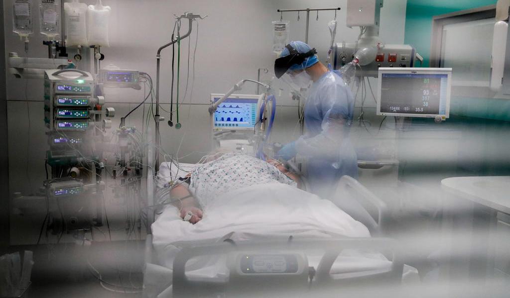 ¿Qué países han rebasado las 100 mil muertes por COVID-19?
