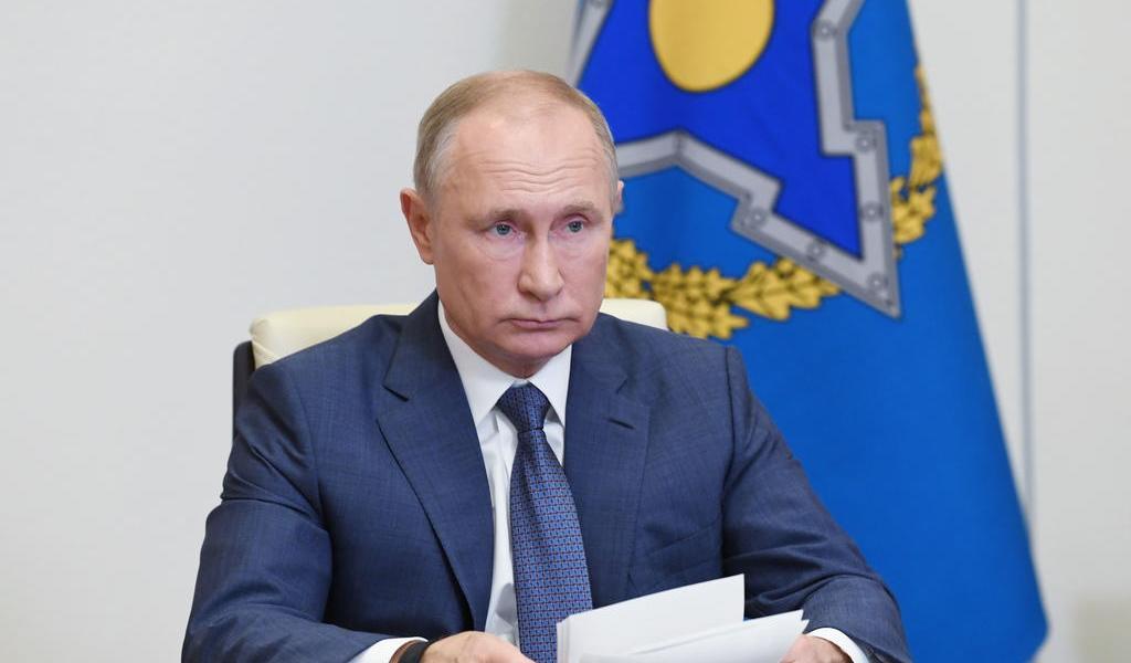 Putin ordena iniciar vacunación masiva contra COVID-19 la próxima semana