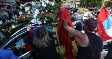 En una ceremonia íntima, sepultan a Tabaré Vázquez en Cementerio de La Teja
