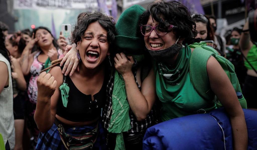 Cámara de Diputados argentina aprueba ley del aborto; pasa al Senado