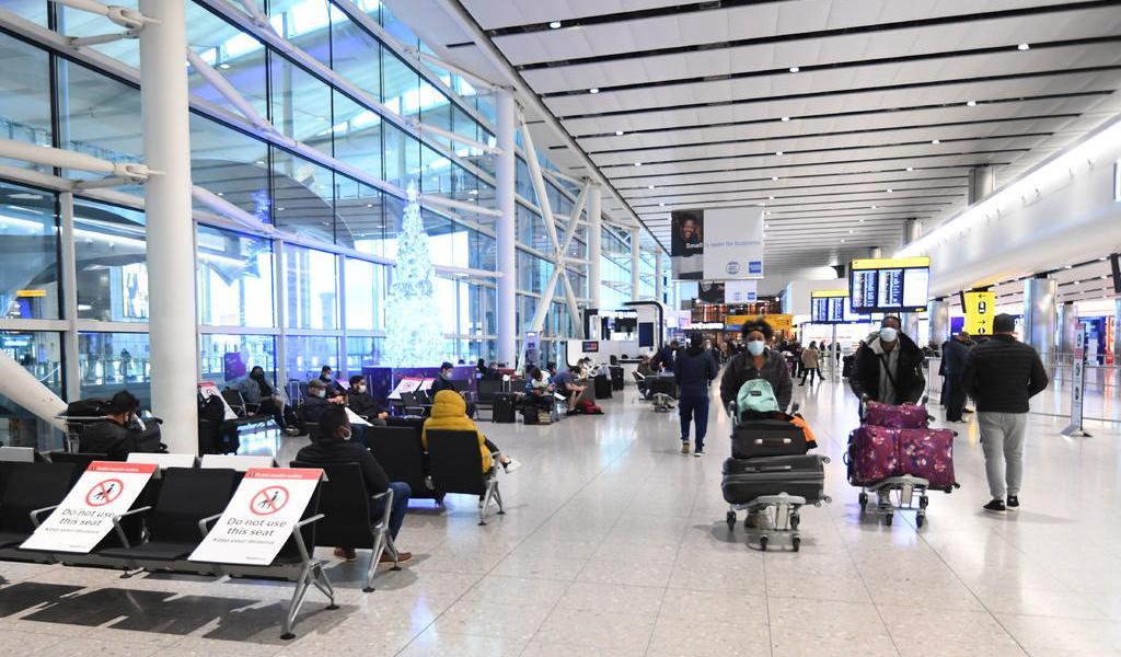 Pide Nueva York a aerolíneas que vuelan desde Reino Unido hacer pruebas COVID