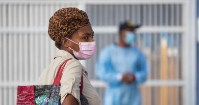 República Dominicana rebasa las 2,400 muertes por COVID-19