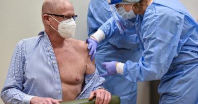 Inicia en Europa campaña de vacunación contra COVID