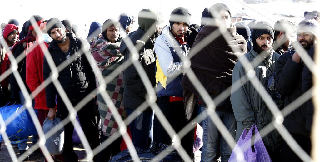 Bloquean en Bosnia el traslado de cientos de refugiados por rechazo local