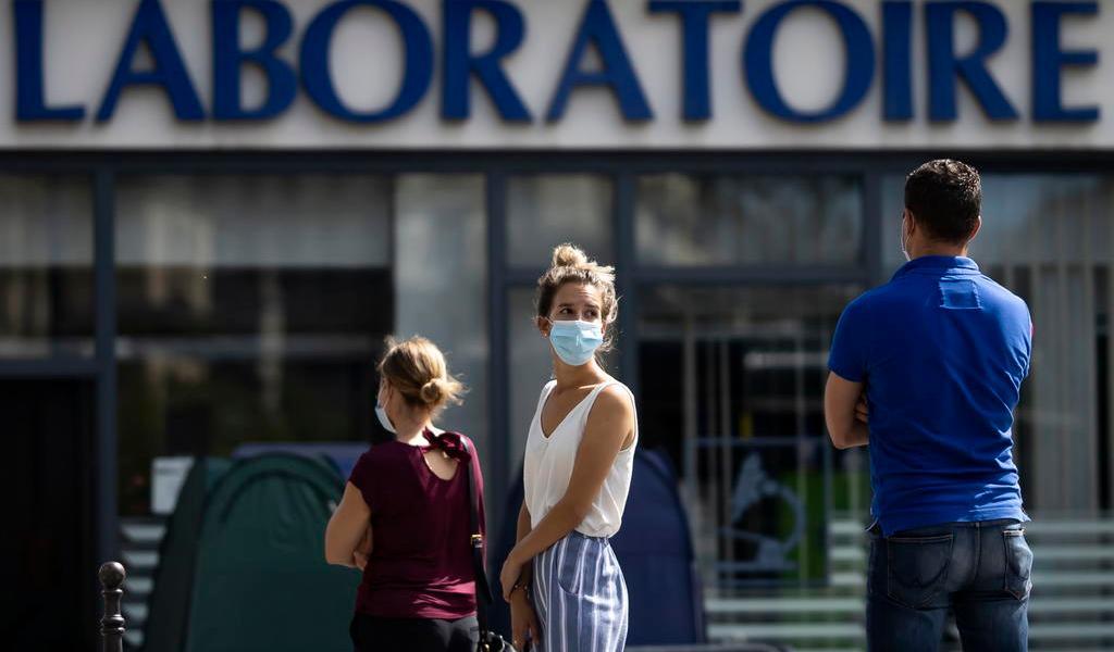 Bajan los contagios y las muertes por COVID-19 en Francia